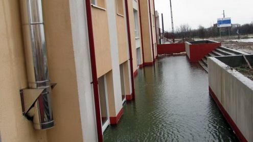 blocuri inundate targu jiu