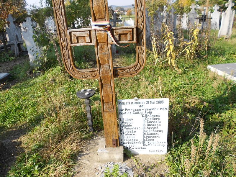 cruce de lemn ridicata de oameni politici si de altii 800