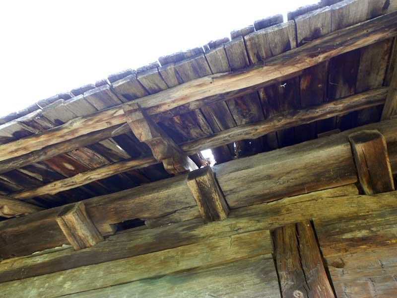 casa-lui-tudor-acoperis-degradat