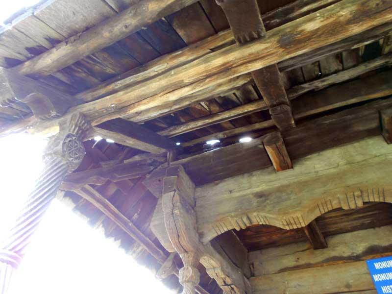 casa-lui-tudor-acoperis-degradat1